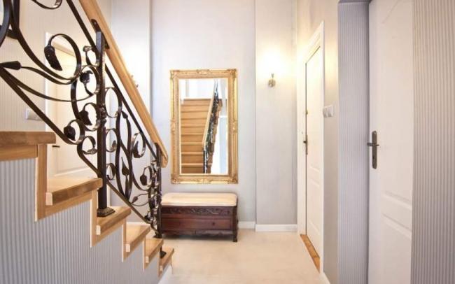 Aranżacja wnętrz klatki schodowej w stylu retro