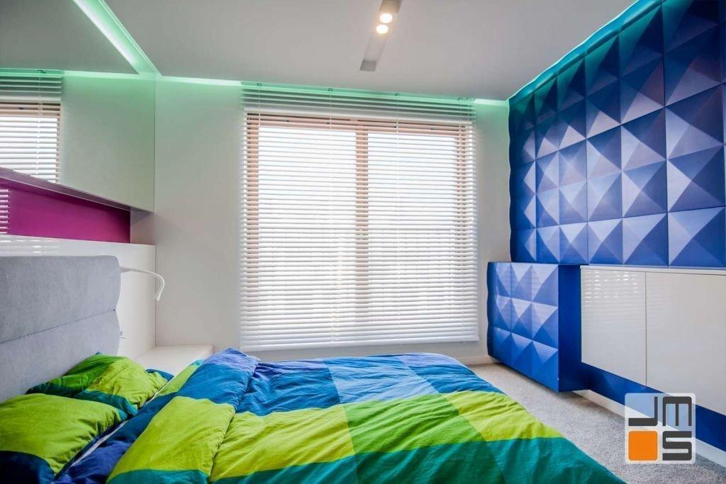 Pomysł na przestrzenną ścianę w sypialni Pomysł na zastosowanie paneli Loft System