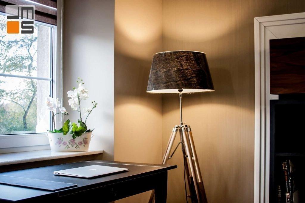 Pomysł na domowe biuro w eleganckim mieszkaniu