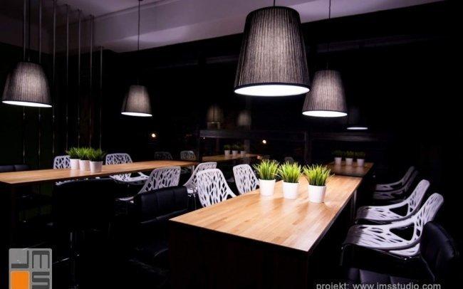 Projekt aranżacji wnętrz małej kawiarni z cukiernią w Porębie na Śląsku z nowoczesnym pomysłem na tanią realizacje