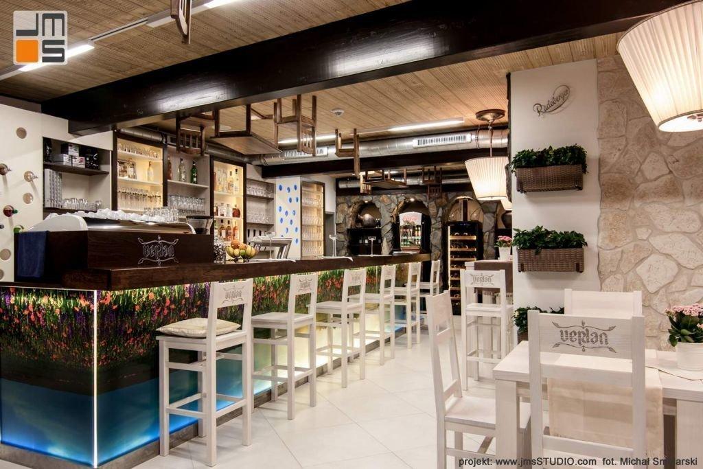 2016 09 jmsstudio 13 projekt wnetrz restauracji krakow nowoczesny pmsl na bar i wnetrze restauracji z grafika