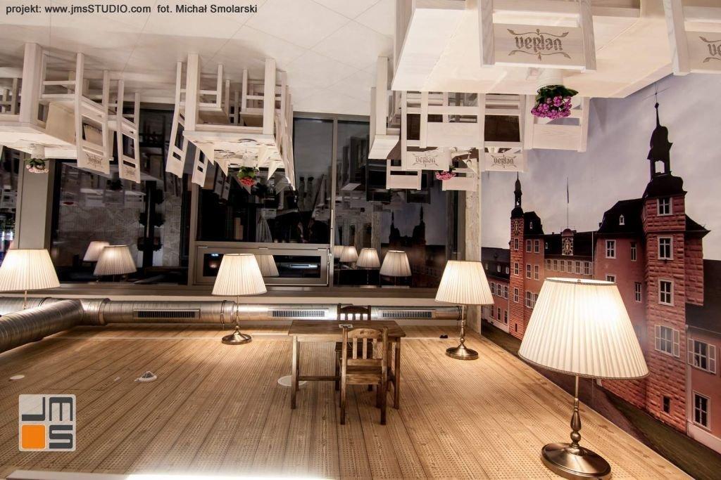 2016 09 jmsstudio 16 projekt wnetrz restauracji krakow grafika na scianie zamontowana dogory nogami ciekawy projekt wnetrz restauracji