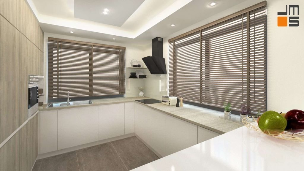 Oświetleni kuchni montowane jest w suficie podwieszanym. Ciekawym rozwiązaniem są drewniane żaluzje zasłaniające okna.