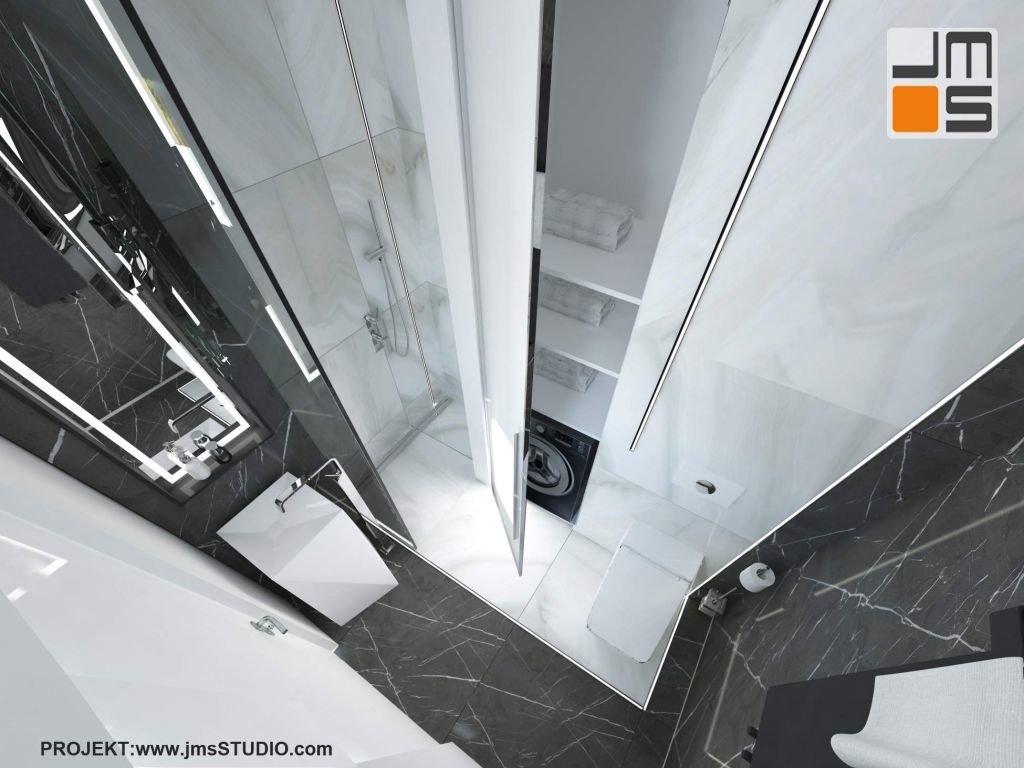 Schowana pralka w zabudowie meblowej małej łazienki w apartamencie