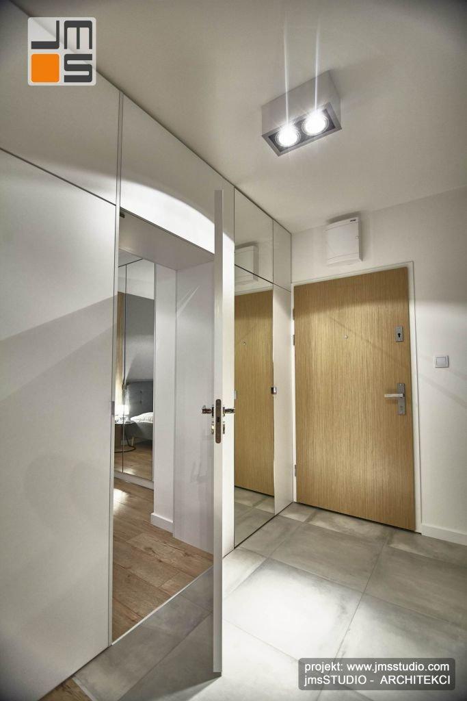 ukryte drzwi do sypialni to awangardowy i oryginalny pomysł na projekt wnetrz holu w mieszkaniu