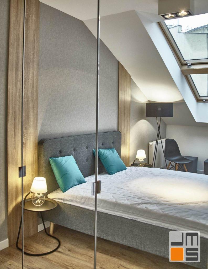 2017 11 013 projektowanie wnetrz Kraków realizacja mieszkania pod klucz duża szafa z frontami z luster w sypialni