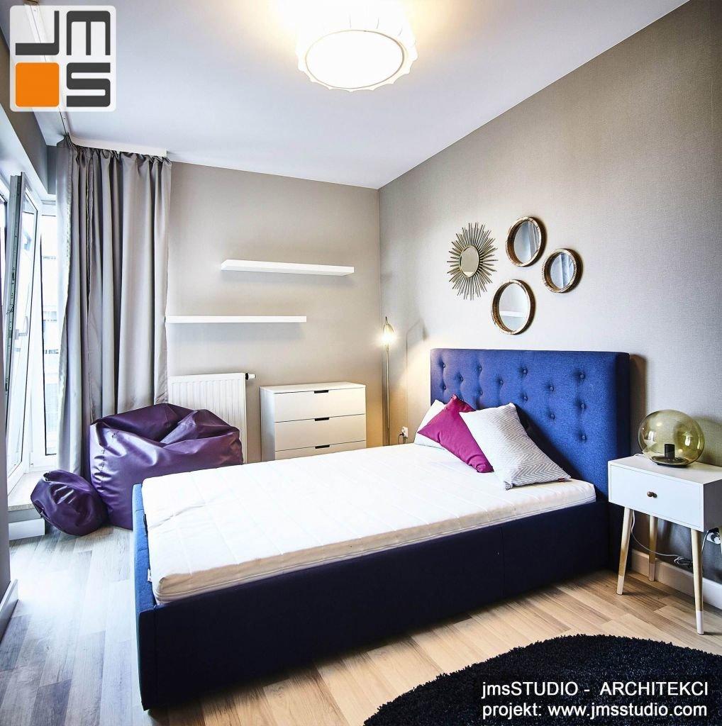 Pomysł na projekt wnętrz tej designerskiej nowoczesnej sypialni w stylu SOFT LOFT polegał na zastosowaniu szeregu dekoracyjnych mebli zestawionych ze spokojną kolorystyką ścian i podłogi