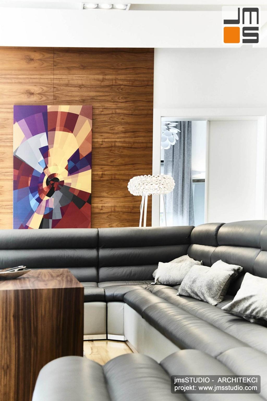 2018 06 w projekcie wnętrz dużego domu pod Poznaniem motywem głównym jest zastosowanie drewna i fornirów w kolorze orzech które nadają elegancji wnętrzom