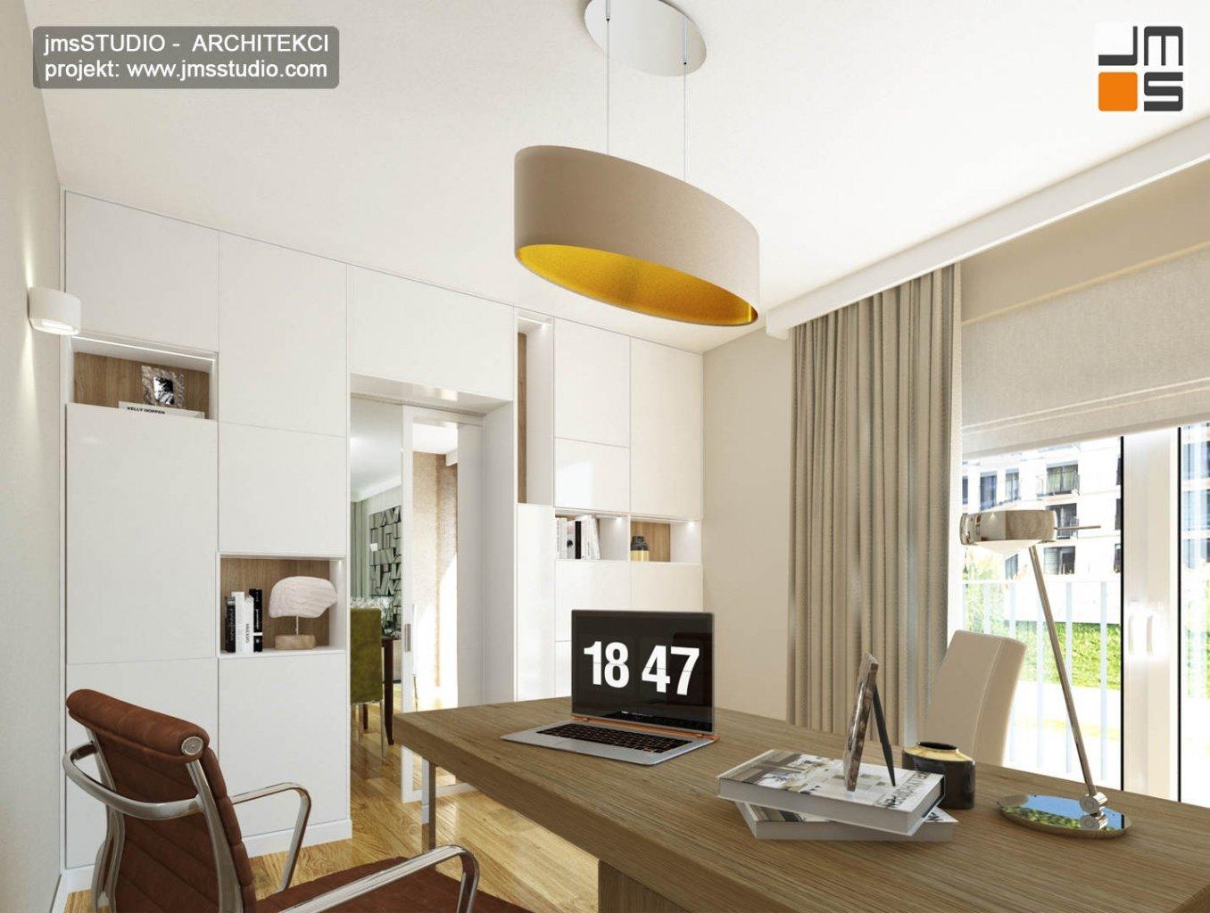 ekskluzywny projekt wnętrz eleganckiego mieszkania w Krakowie - ciekawa szafa na wymiar z wnękami w gabinecie do pracy