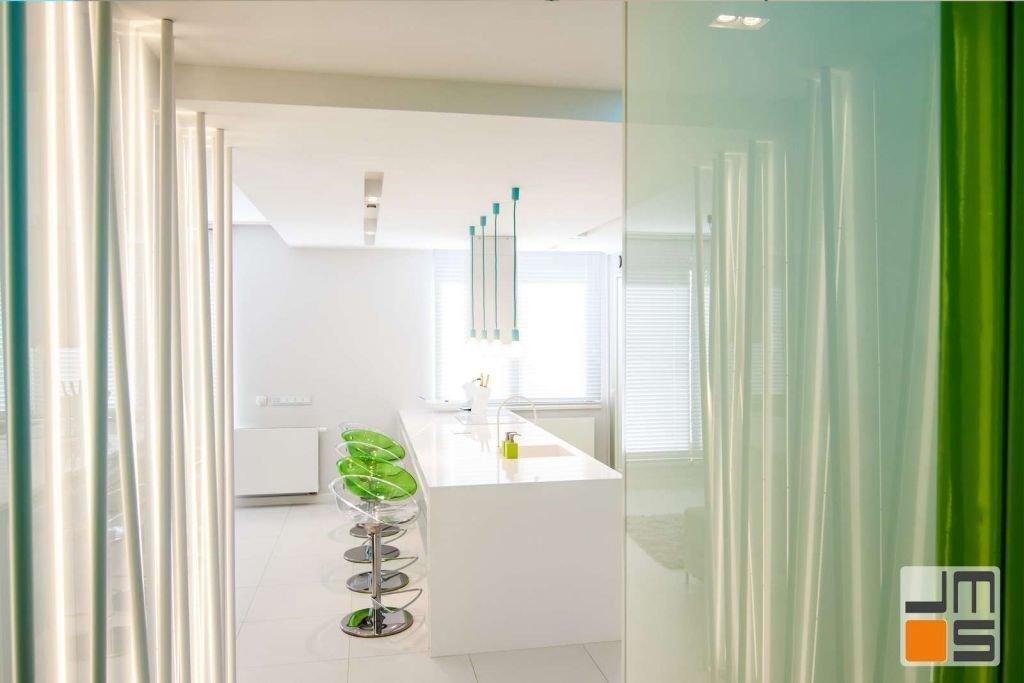 Zastosowanie szkła lakobel na ścianie w mieszkaniu Pomysł na korytarz w mieszkaniu