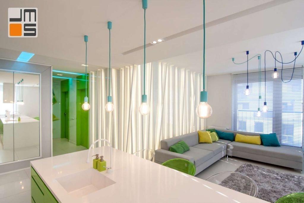 Pomysł na dekracyjne oświetlenie wnętrza nowoczesnego salonu