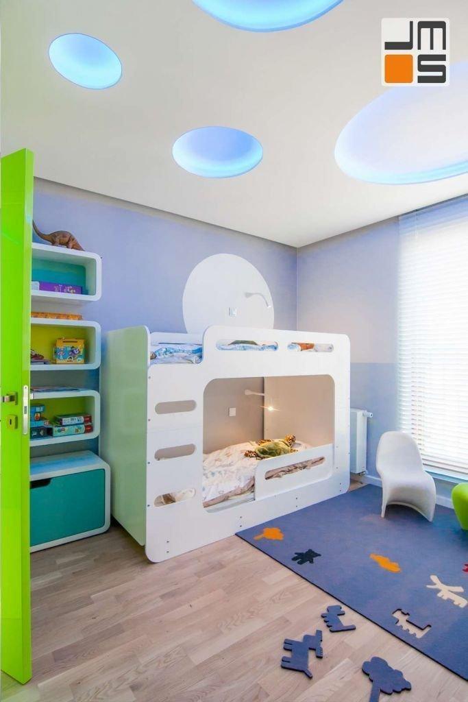 Nowoczesny pokój dziecięcy z piętrowym łóżkiem pomysł na oświetlenie pokoju dziecięcego