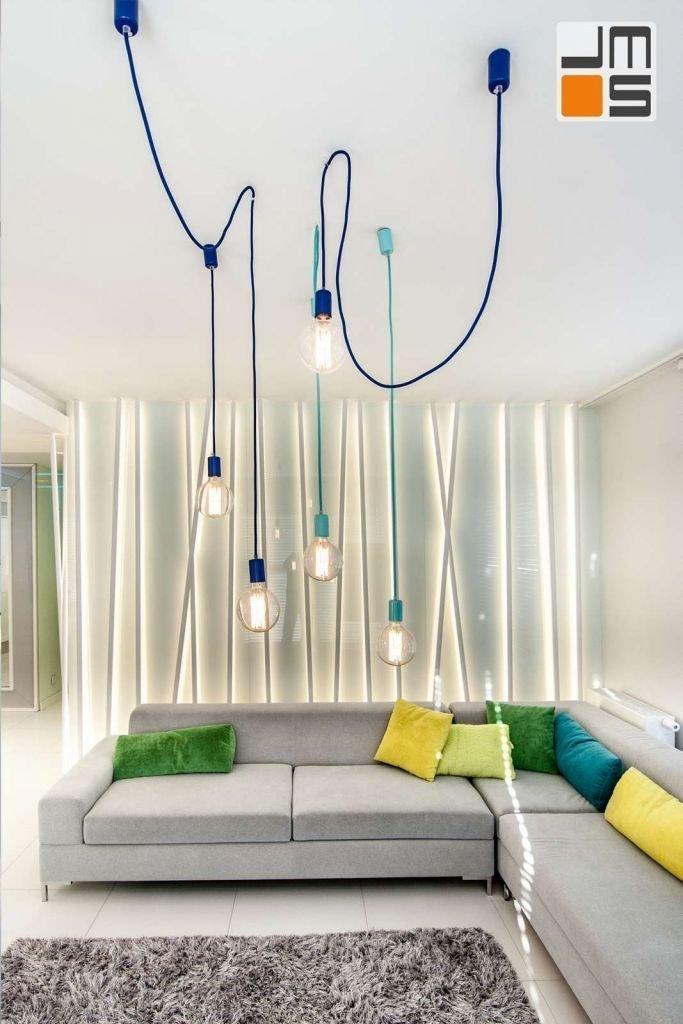 Nowoczesne oświetlenie przy sofie w salonie Lampa wisząca w salonie