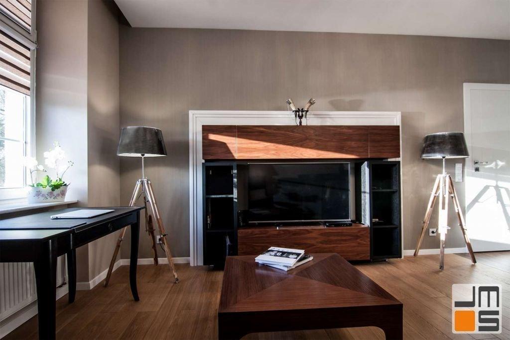 Pomysł na zabudowę telewizora w luksusowym mieszkaniu