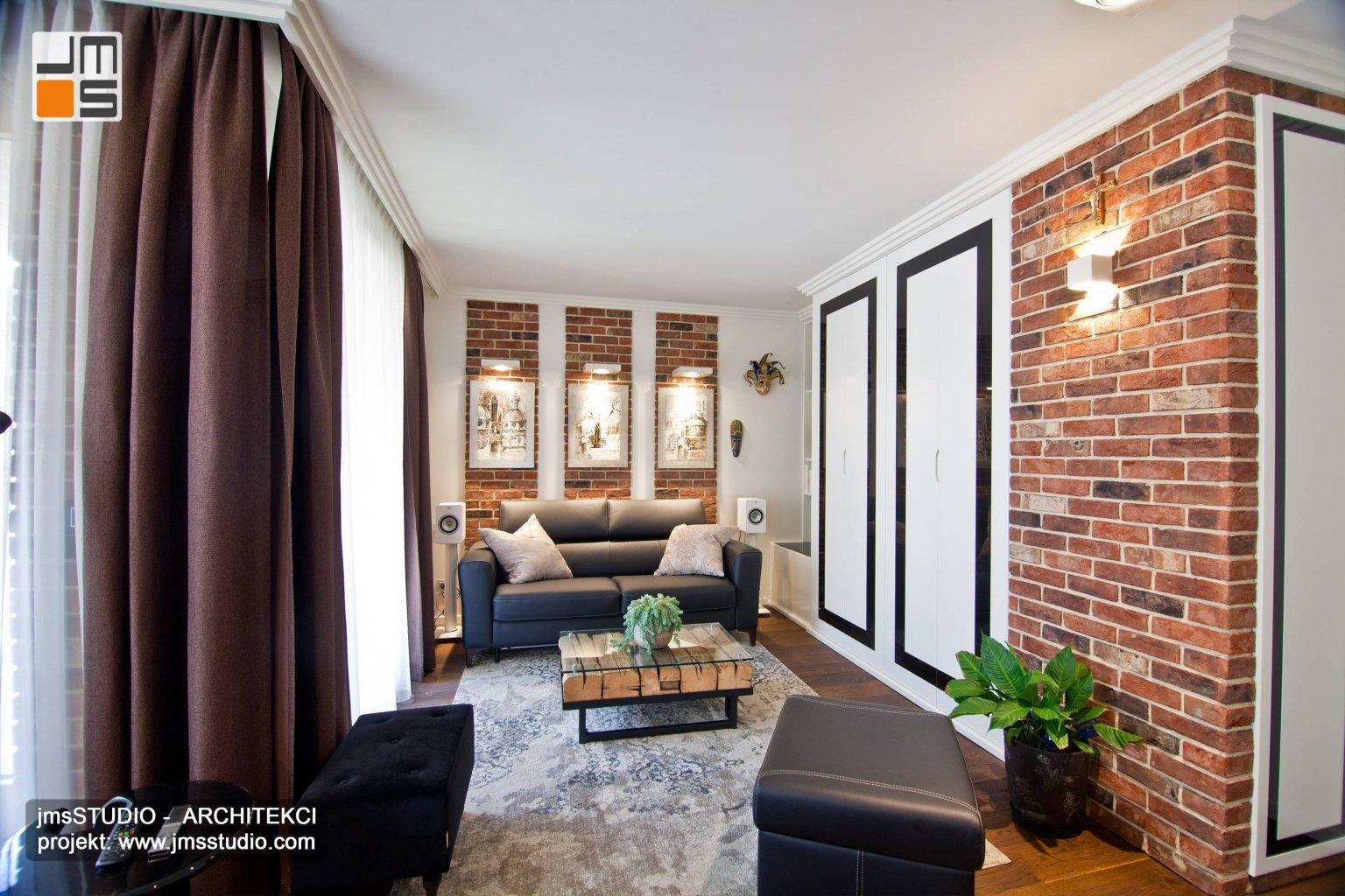 Bardzo eleganckie wnętrze salonu z cegłą lakierowaną szafą i wełnianym dywanem we wnętrzu to pomysł na aranżacje wnętrz  salonu