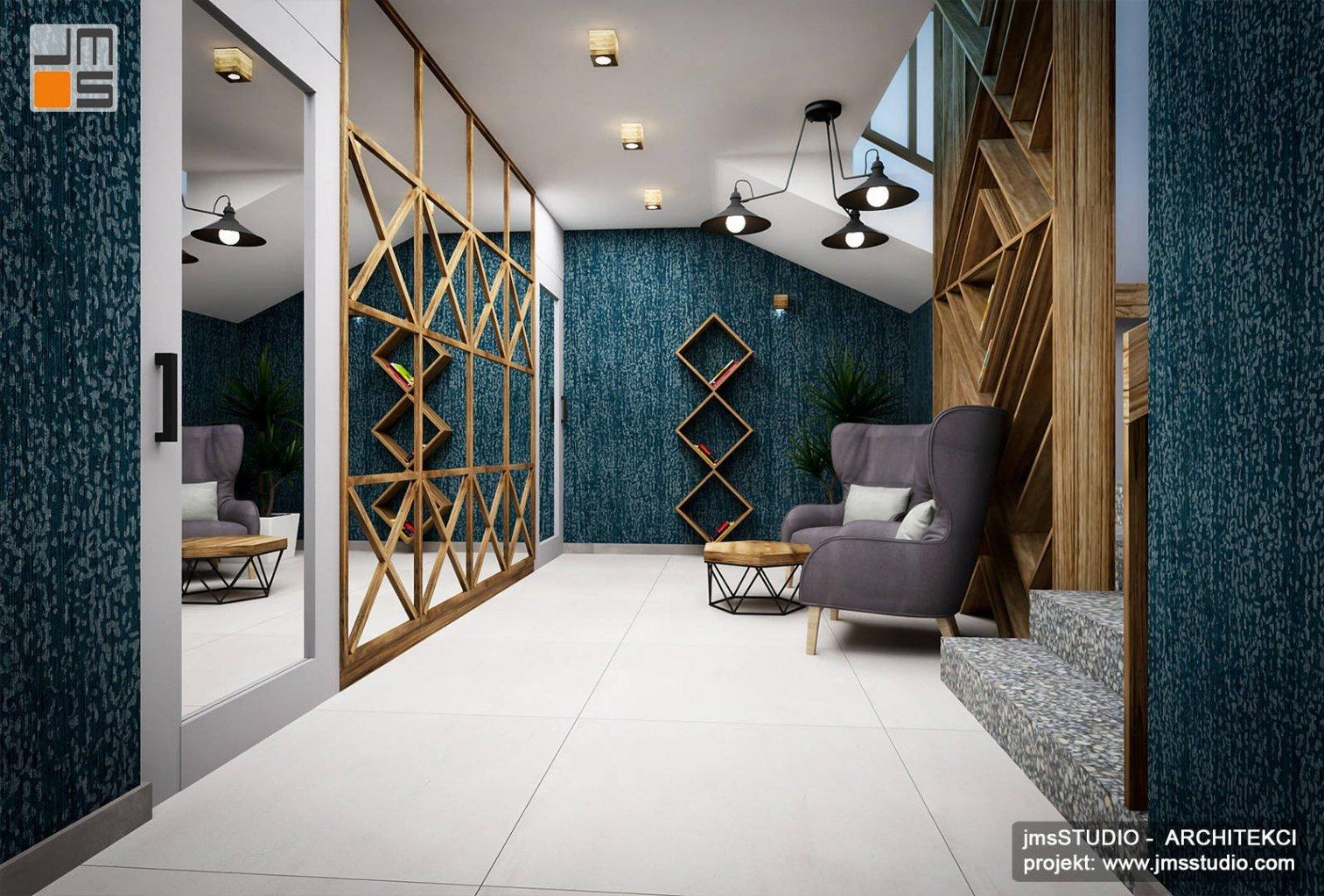 duża ściana z lustrem i dekoracja drewniana w strefie holu foyer w projekt wnętrz restauracji eleganckie wnętrza w stylu góralskim