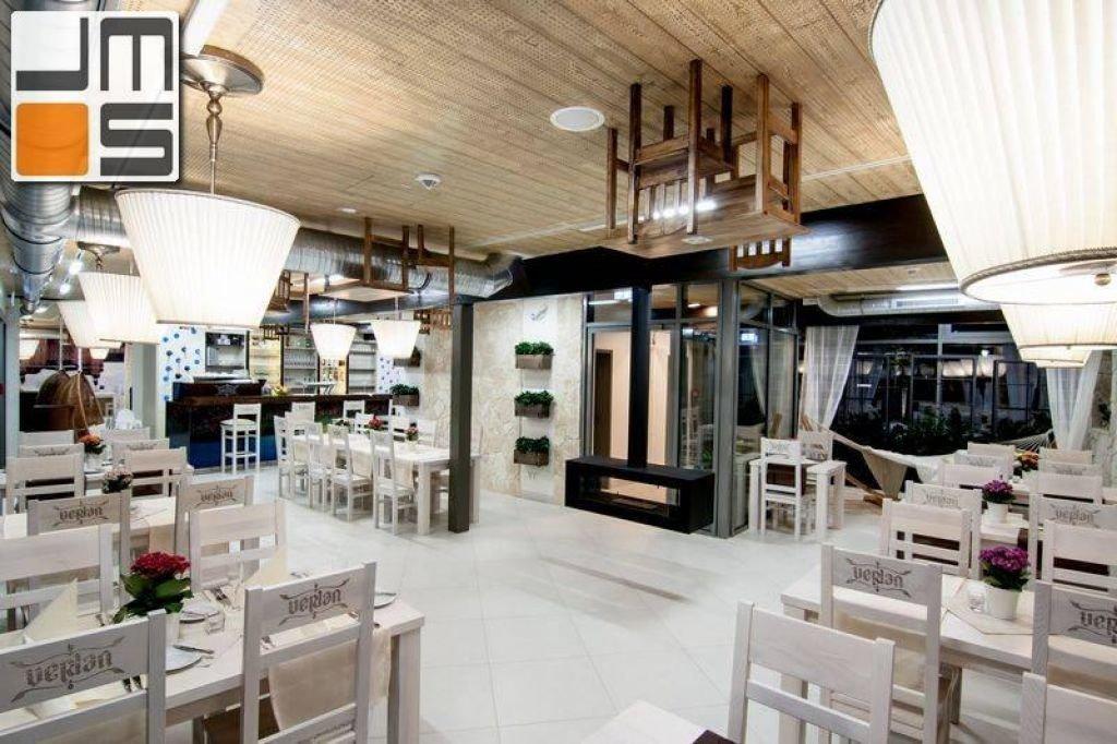 Pomysł na biokominek we wnętrzu restauracji
