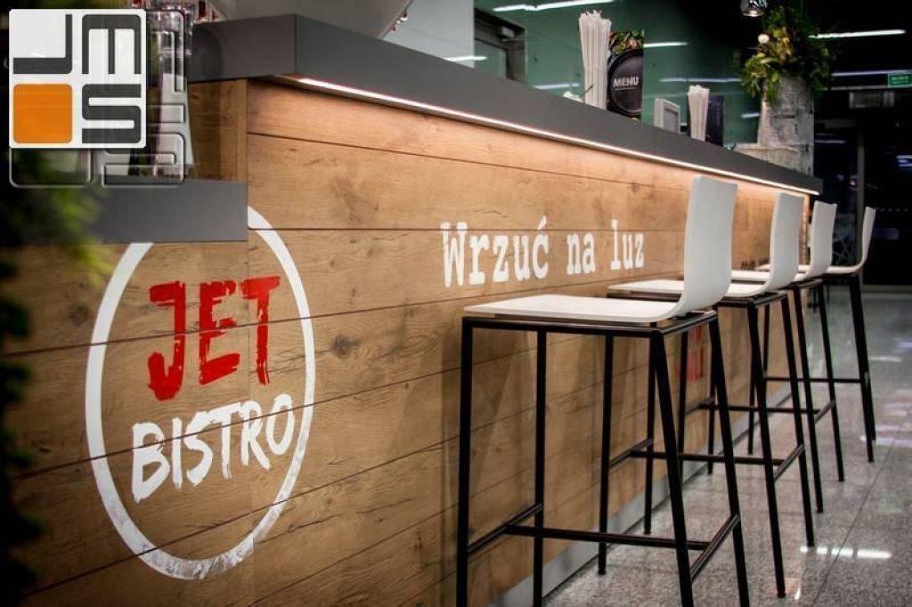 Projekt baru w restauracji w otwartej części na lotnisku Kraków - Balice