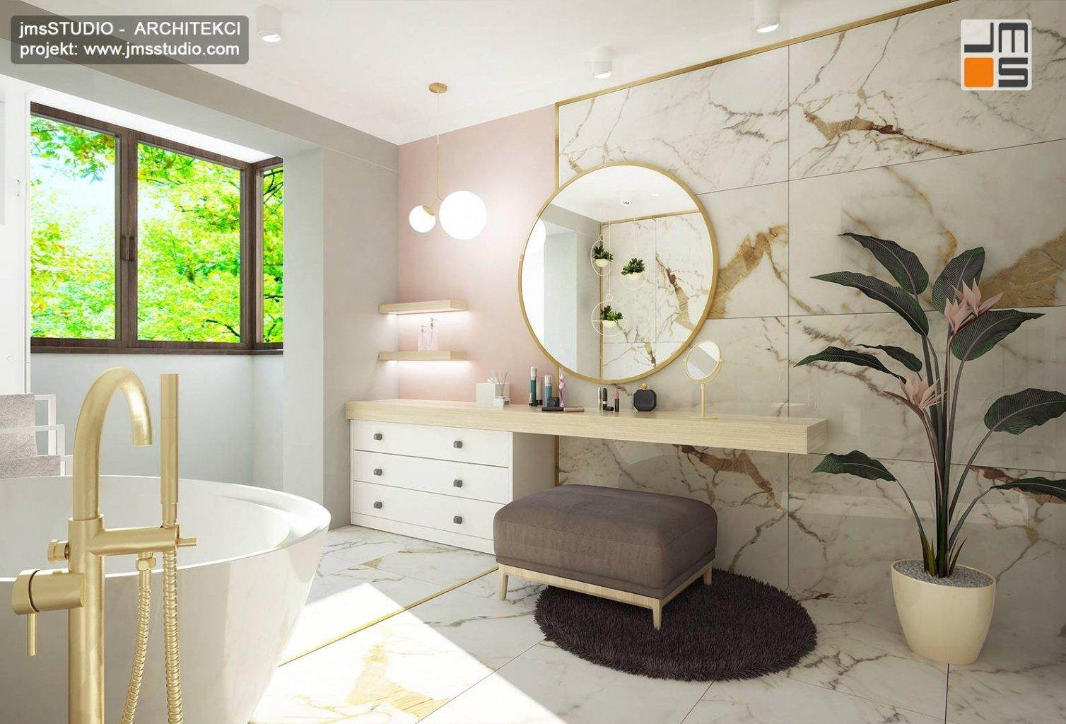 projekt aranżacji łazienki Katowice z duże okrągłe lustro i złote dodatki