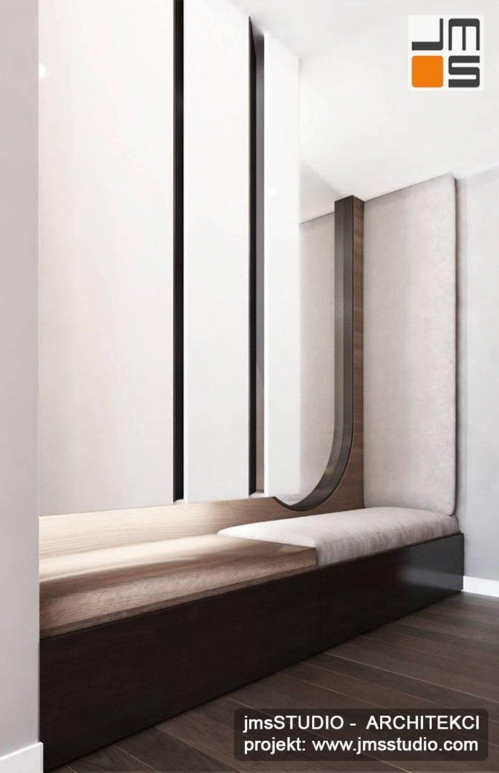 projekt aranżacji wnętrz holu wejściowego z tapicerowane siedzisko i duże lustro na wymiar w mieszkaniu Kraków.