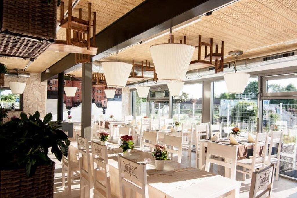 Realizacja wnętrz restauracji na terenie centrum sportowego