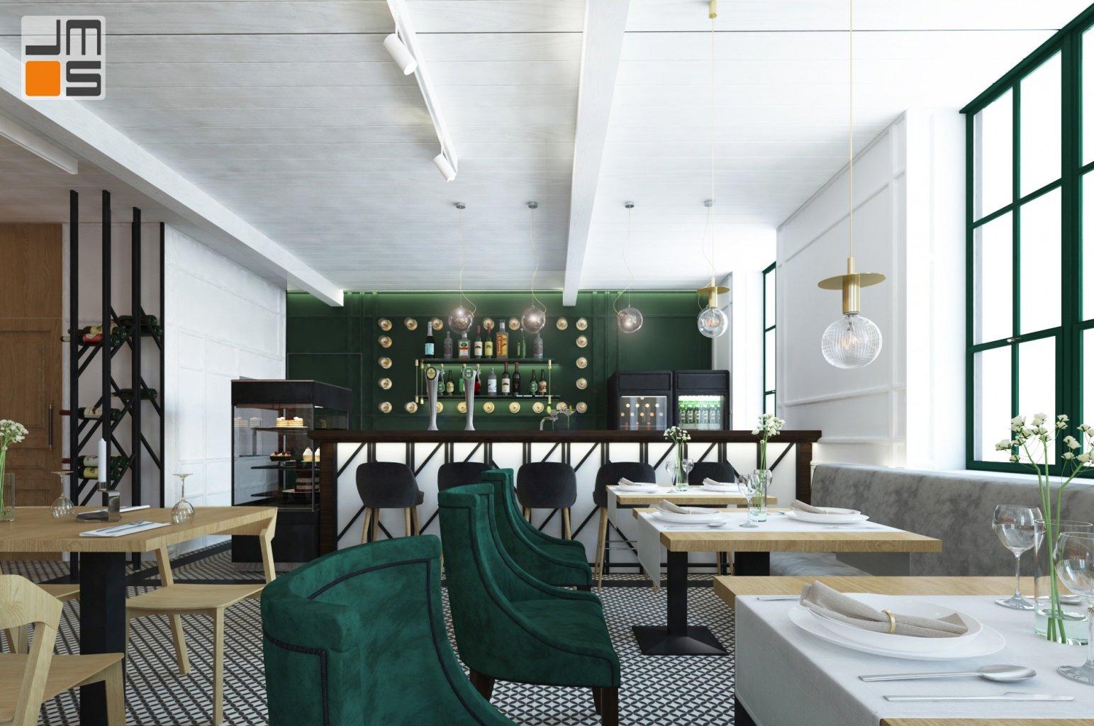 Zielony bar z ciekawym pomysłem na oświetlenie półek w projekcie wnętrz eleganckiego baru restauracji