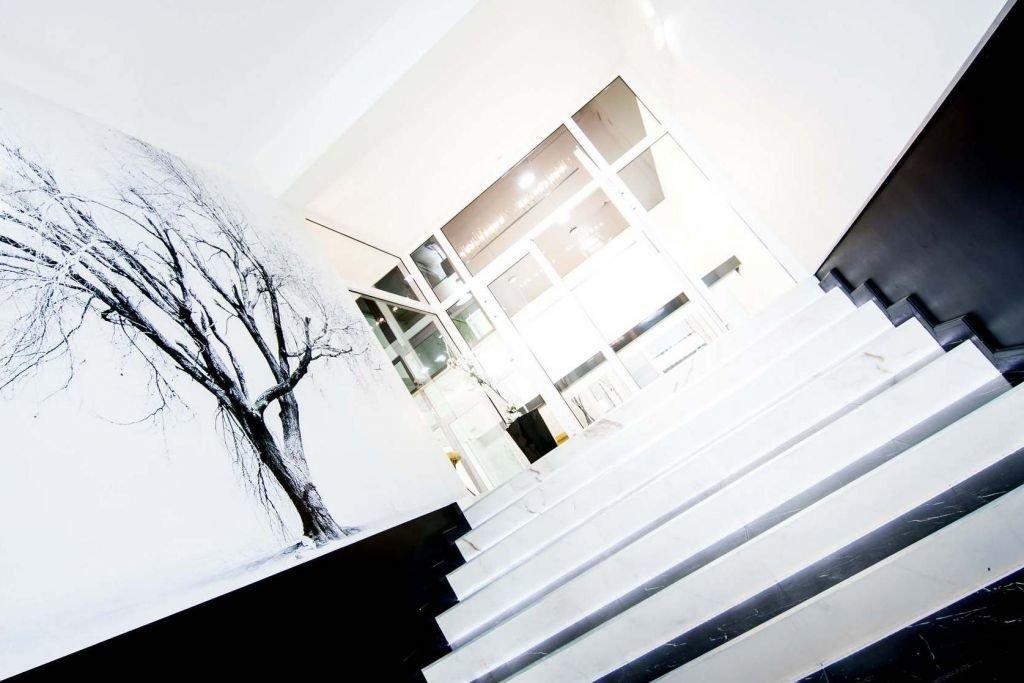 Projekt wnętrz eleganckich i nowoczesnych wnętrz biurowych w rewitalizowanym budynku przemysłowym - magazynowym w Krakowie Nowa Huta