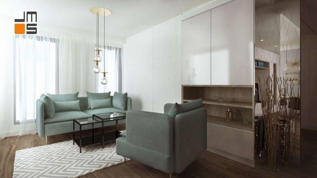 Dywan oraz turkusowe sofy ożywiają jasne wnętrze salonu. Pomimo zastosowania chłodnych kolorów i prostych nowoczesnych form i mebli mieszkanie i salon pozostają ciepłe i przytulne