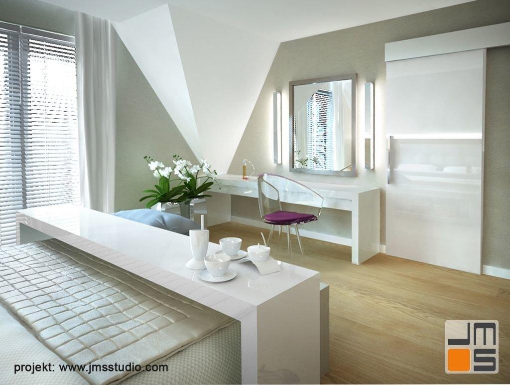 Toaletka z dużym lustrem i podświetleniem LED dopełnia projekt sypialni.
