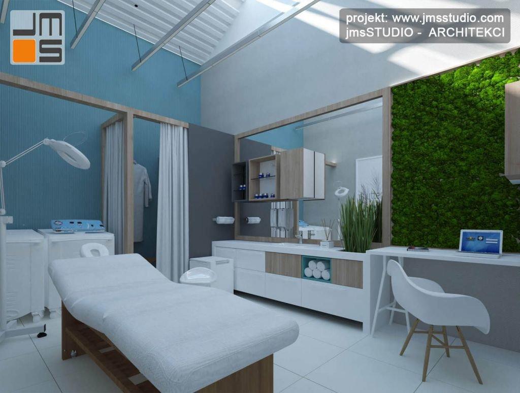 Mech na zielonej ścianie i duże lustro są ciekawym pomysłem na gabinet medyczny