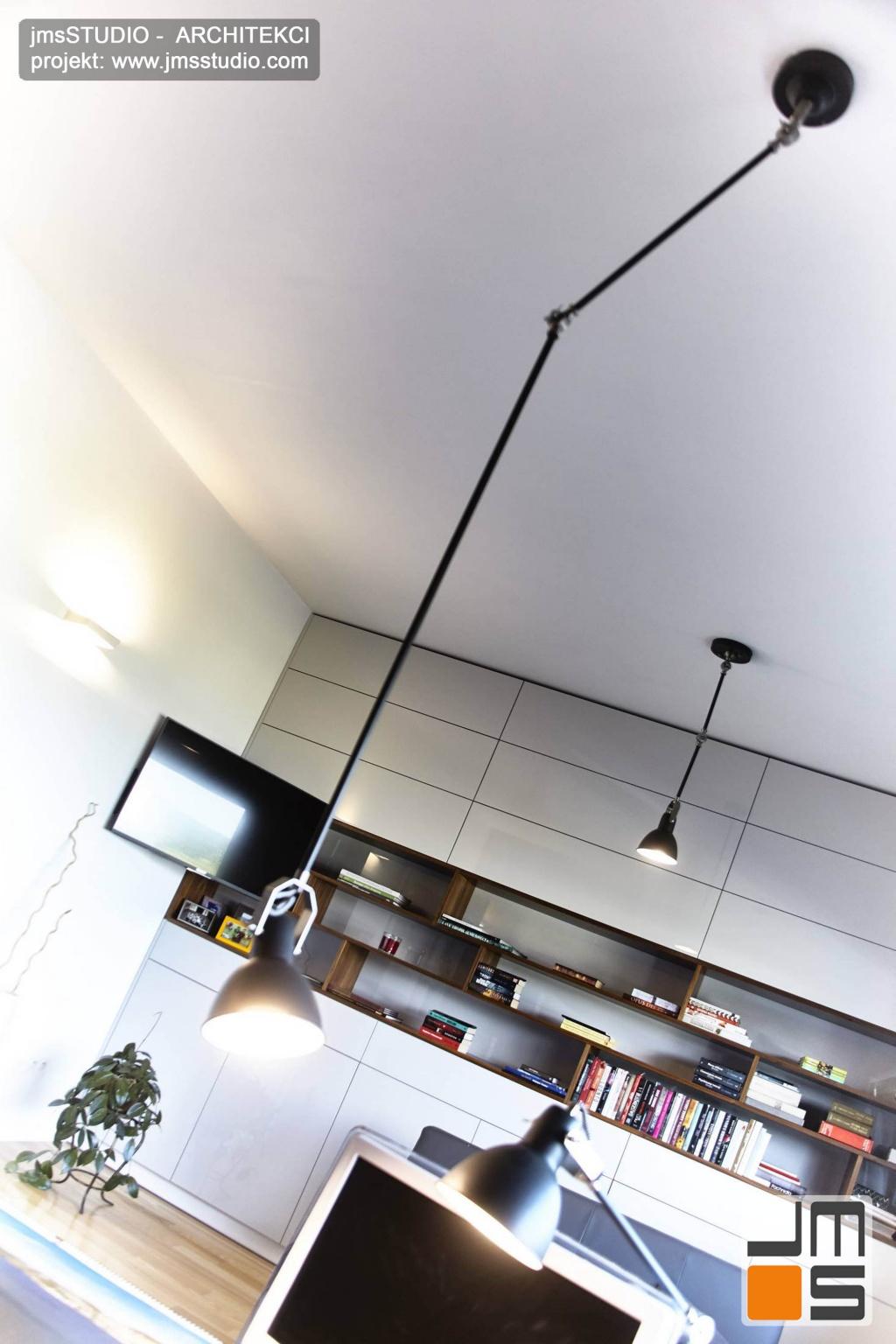2018 06 designerskie lampy o wyglądzie przemysłowym industrialnym w kolorze czarnym to pomysł na projekt oświetlenia wnętrz w gabinecie do pracy w domu pod Poznaniem