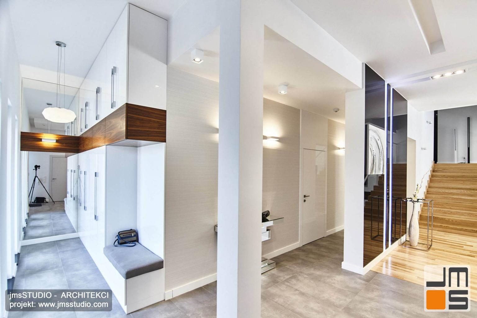 2018 06 projekt wnętrz strefy wejścia do domu pod Poznaniem obejmował projekt wnętrz garderoby projekt holu na parterze i projekt schodów na piętro