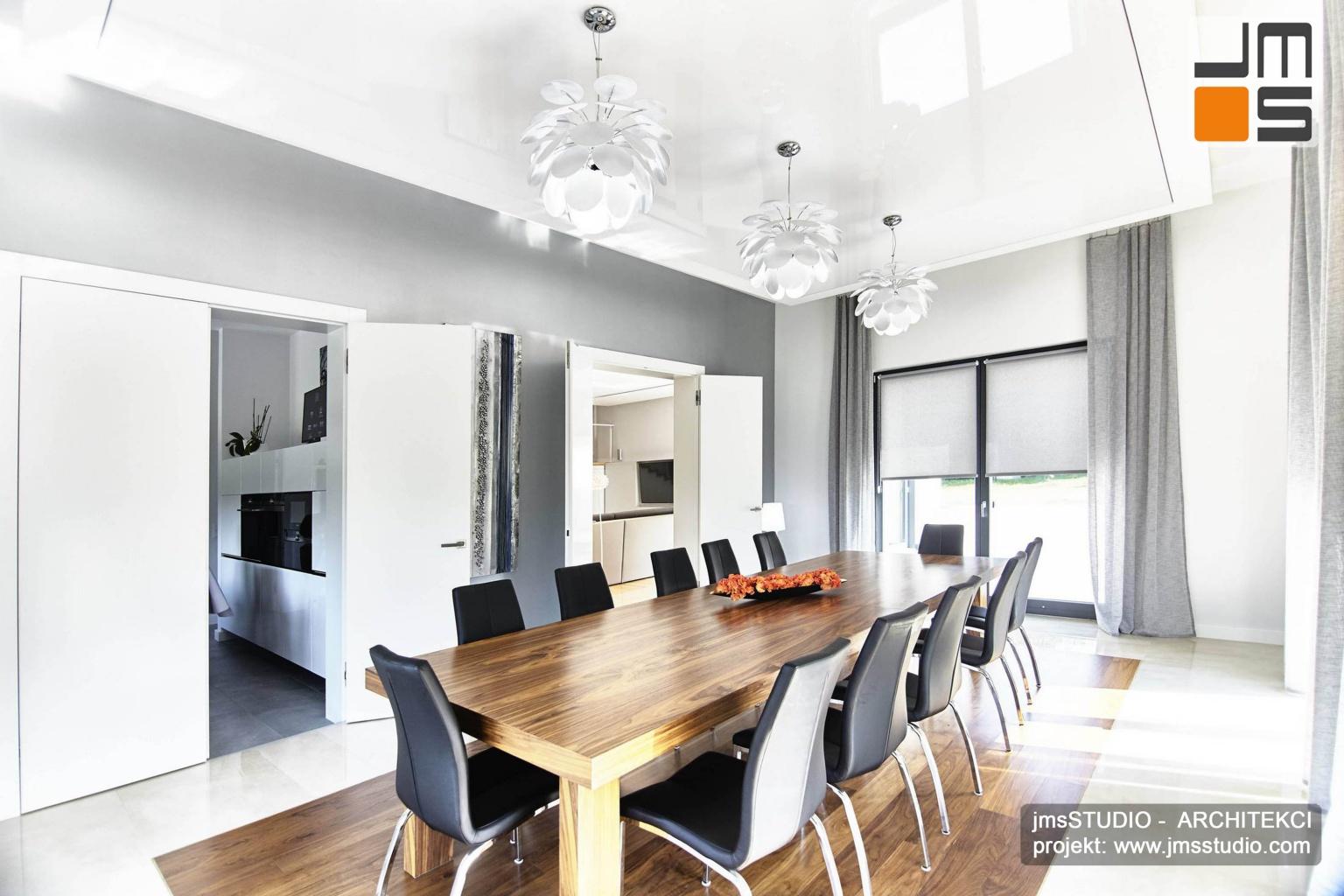 2018 06 projekt wnętrz zakładał że z dużej jadalni można dużymi dwuskrzydłowymi drzwiami przejść do salonu lub do kuchni