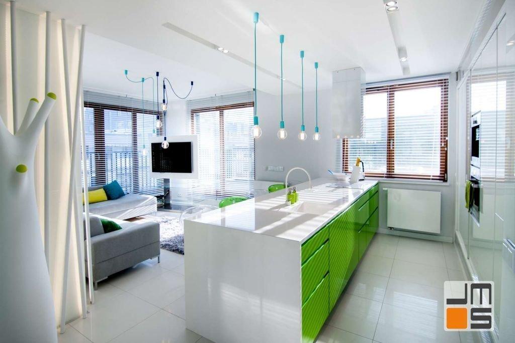 Pomysł na wyspę kuchenną z kolorowymi frontami szafek Kolorowe szafki w kuchni