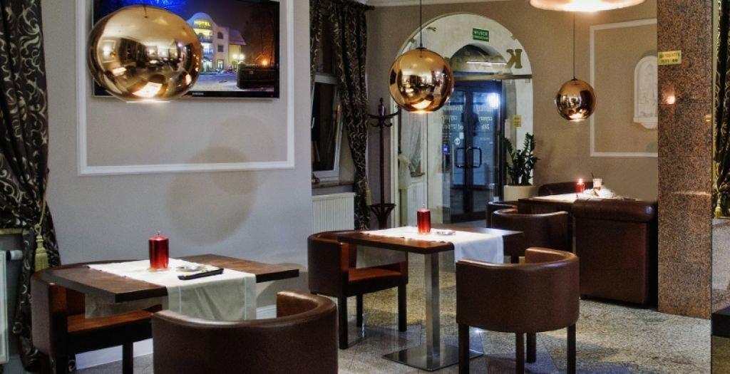Aranżacja wnętrz ekskluzywnej kawiarni w hotelu