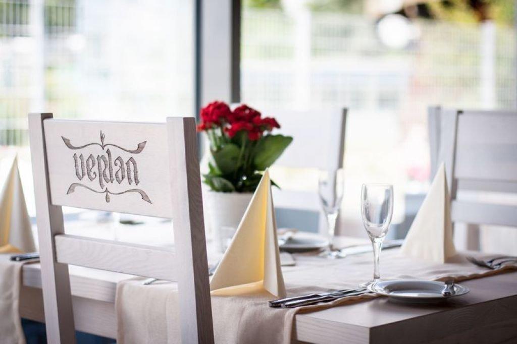Pomysł na aranżacje wnętrz restauracji w stylu rustykalnym rustykalne meble