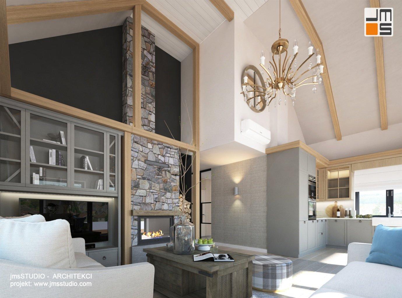 Projekt wnętrz domu rekreacyjnego w górach to kamień i drewno we wnętrzu w stylu skandynawsko tradycyjnym  z kominkiem i szarymi meblami