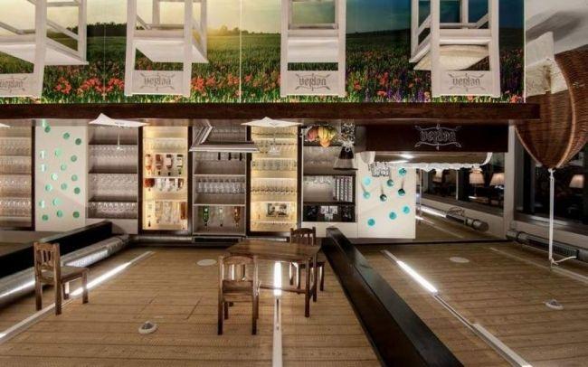Aranżacja wnętrz restauracji w centrum sportowym w Niemczech