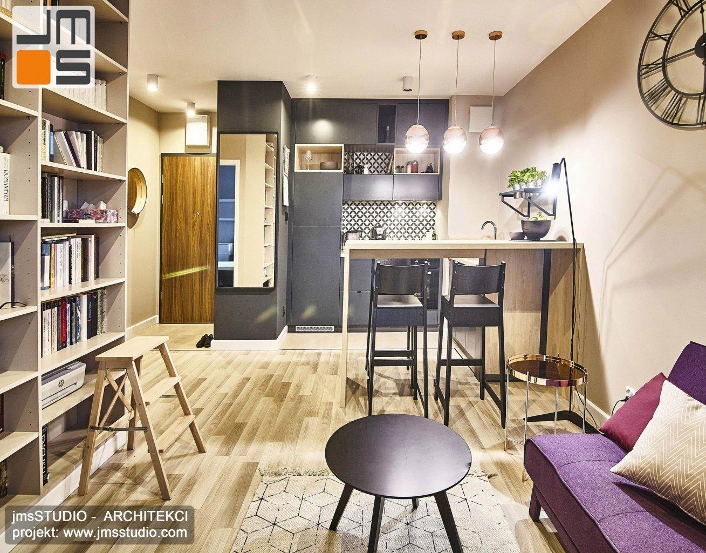 Bardzo atrakcyjny projekt wnętrz mieszkania w stylu soft loft w Krakowie łączy w sobie dużą ilość eleganckich elementów wystroju które są różne