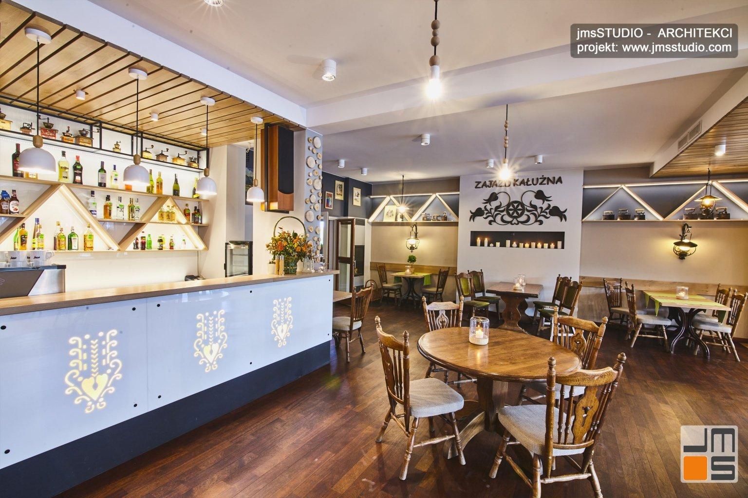 Projekt aranżacji wnętrz restauracji z salą weselną w stylu regionalnym w Pieninach to pomysł na nowoczesne wnętrze restauracji  góralskiej
